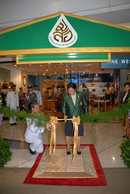 สมเด็จพระเทพรัตนราชสุดาฯ สยามบรมราชกุมารี เสด็จฯ ไปทรงเป็นประธานการเปิดนิทรรศการภาพถ่ายฝีพระหัตถ์สมเด็จพระเทพรัตนราชสุดาฯ สยามบรมราชกุมารี ชุดในร่มเงาวังสระปทุม