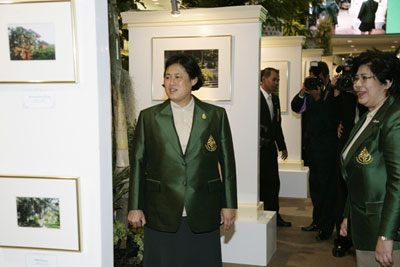 สมเด็จพระเทพรัตนราชสุดาฯ สยามบรมราชกุมารี ทอดพระเนตรนิทรรศการฯ